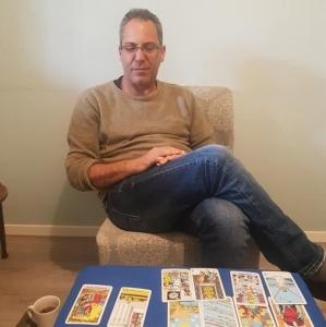 ישראל עובדיה - ייעוץ אישי בקלפי טארוט לבעיות רגשיות ומשפחתיות בחדרה